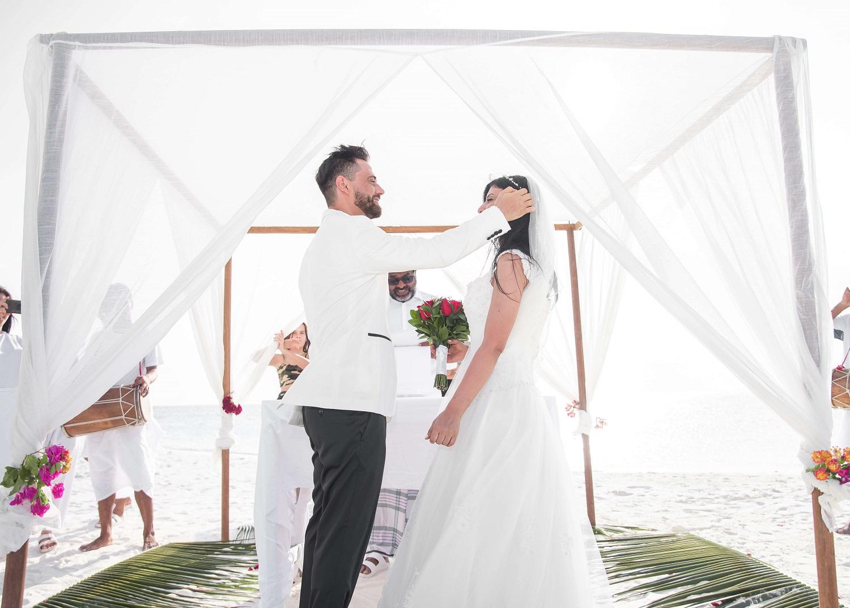 Jak rozłożyć i złożyć namiot weselny?